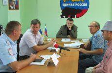 В Труновской общественной приемной провел прием Андрей Юндин
