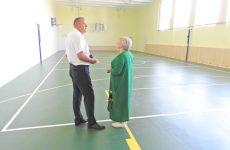 Краевой парламентарий Анатолий Жданов осмотрел ремонт спортзала в сельской школе