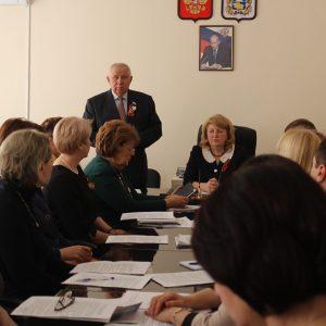Юрий Белый провел круглый стол по вопросу поддержки института семьи