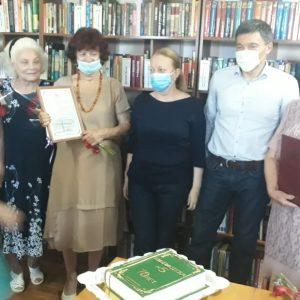 Дмитрий Судавцов поздравил коллектив библиотеки-филиала №5