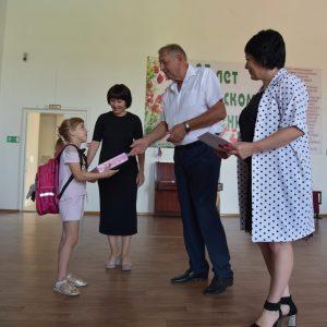 Анатолий Жданов принял участие в благотворительной акции «Соберем ребенка в школу»