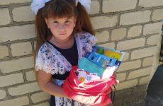 В День знаний более 35 ребят из малообеспеченных и многодетных семей получили подарки от краевого депутата