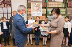 В ходе социальной акции школьникам Изобильненского городского округа подарили более 300 подарочных буклетов