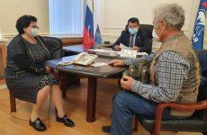 Александр Ищенко провел прием граждан старшего поколения по социально-правовым вопросам