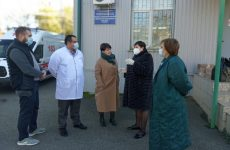 Валентина Муравьева встретилась с сотрудниками краевой клиническойинфекционной больницы