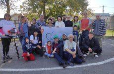 Михаил Кузьмин, депутат ГД РФ в субботу, 31 октября принял участие в мероприятии по высадке зелёных насаждений на спортивно-детской площадке