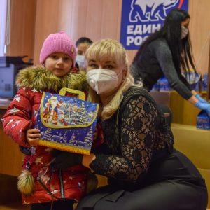 Детям важно верить в чудеса – депутат краевой Думы поздравил особенных малышей с Новым годом