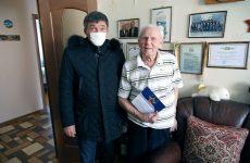 Дмитрий Судавцов поздравил ветеранов с Днем защитника Отечества