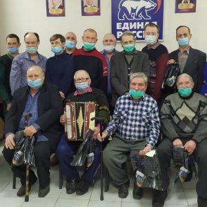 Георгиевские единороссы в преддверии Дня защитника Отечества поздравили членов общества инвалидов с праздником