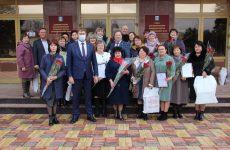 Михаил Кузьмин поздравил женщин округа с 8 марта