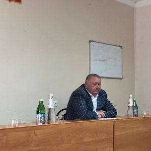 На вопросы пятигорчан ответил депутат краевой Думы Валентин Аргашоков