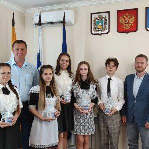 Депутат Думы Ставропольского края Надеин Виктор Викторович поздравил детей Новоселицкого округа.