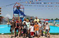 Игорь Николаев организовал воспитанникам лагеря поход в аквапарк