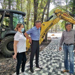 Дмитрий Судавцов проконтролировал ход выполнения работ по благоустройству сквера на пересечении улицы Азовской и переулка Можайского